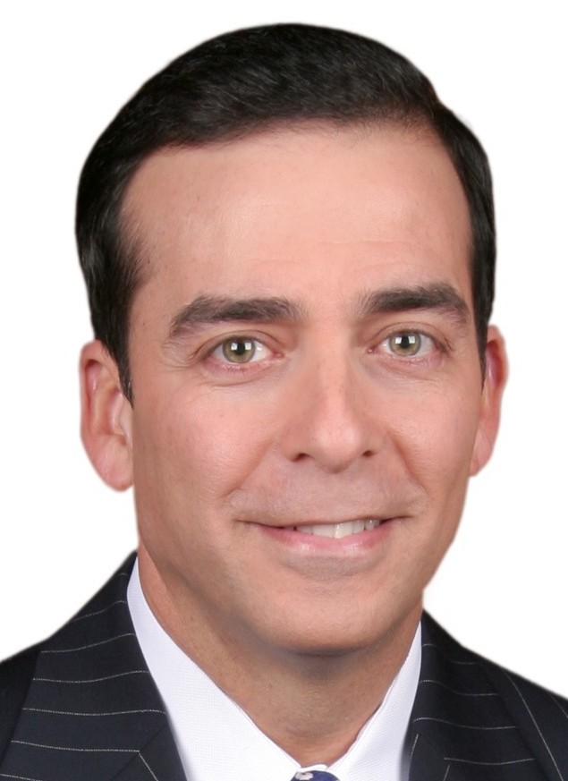 Univision Confirms Hiring Ambrosio Hern 225 Ndez As Chief Anchor