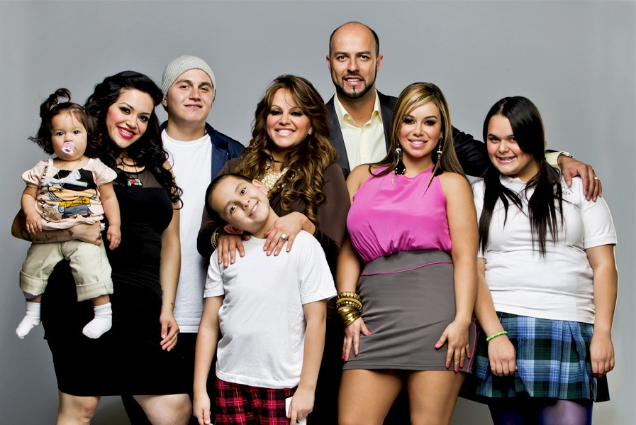 "Jenni Rivera and her family star in mun2's ""I love Jenni."""