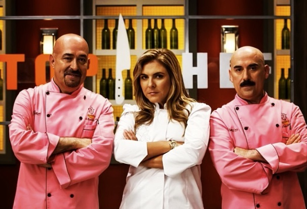 """Top Chef Estrellas"" features chefs Jaime Martín Del Campo, Lorena García and Ramiro Arvizu as the judges."