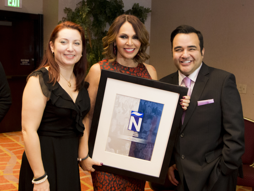 María Elena Salinas also received a special recognition from the NAHJ LA chapter. Photo from L to R: Former NAHJ national president Verónica Villafañe, María Elena Salinas and current NAHJ national president Mekahlo Medina.